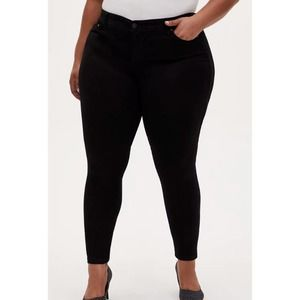 Torrid Luxe High Waisted Skinny Jean in Sateen Stretch Black Plus Size 24